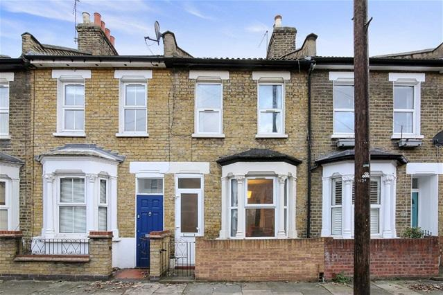 2 Bedrooms Terraced House for sale in Vernon Road, Stratford Village