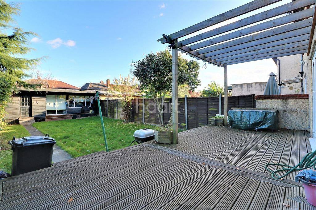 3 Bedrooms Semi Detached House for sale in Russell Gardens, Ley Street, Ilford, Essex