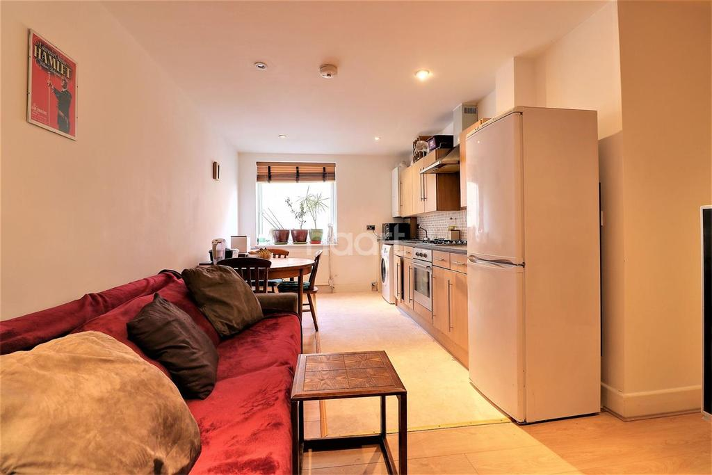 2 Bedrooms Flat for sale in Balfour House, High Road, Ilford, Essex
