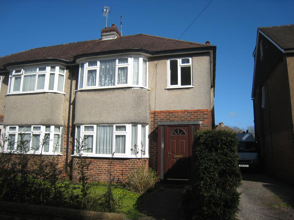 3 Bedrooms Semi Detached House for rent in Grand Avenue, Hassocks BN6