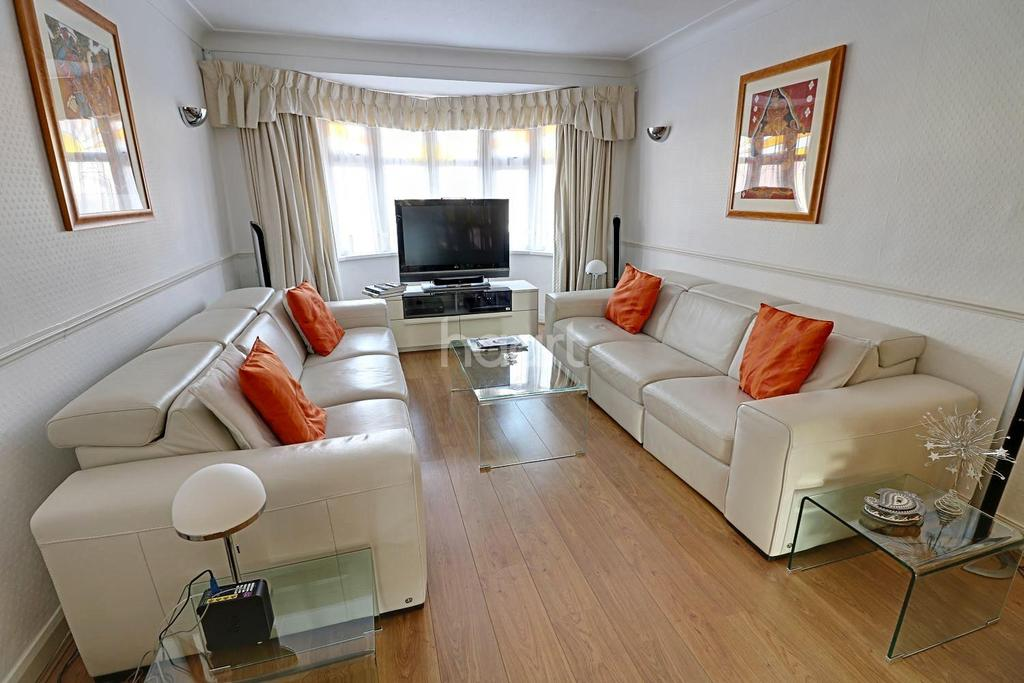 4 Bedrooms Semi Detached House for sale in Stradbroke Grove. Clayhall