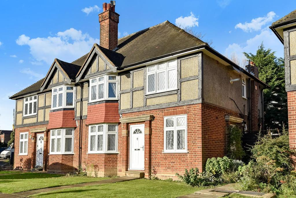 2 Bedrooms Maisonette Flat for sale in Tregenna Close, Chase Road, Southgate