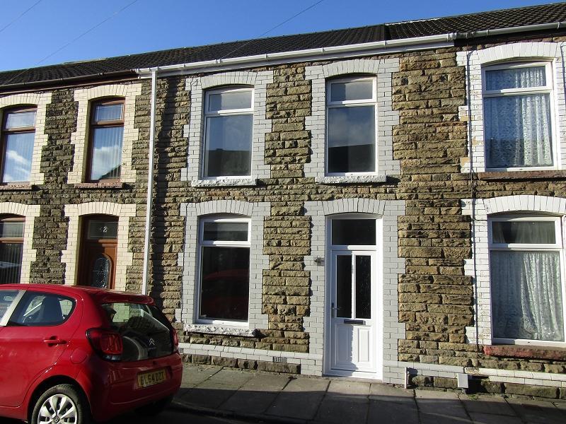 3 Bedrooms Terraced House for sale in Penrhiwtyn Street, Neath, Neath Port Talbot.