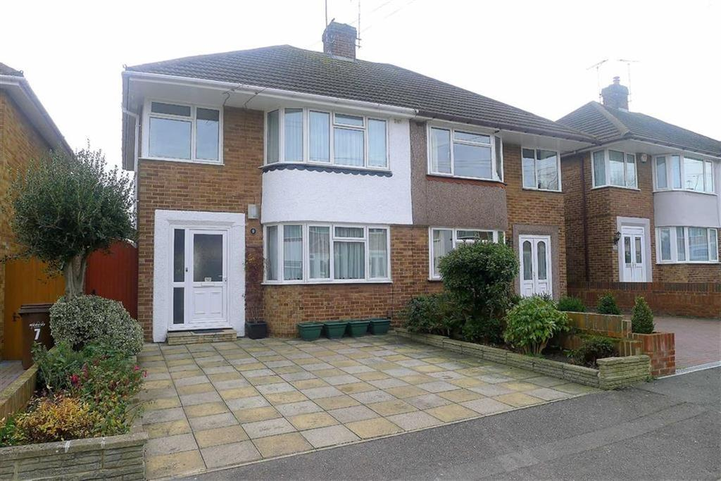 3 Bedrooms Semi Detached House for sale in Northumberland Avenue, Rainham, Kent, ME8