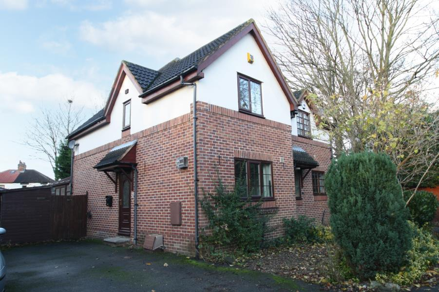 2 Bedrooms Semi Detached House for sale in FOXWOOD FARM WAY, LEEDS, LS8 3EE
