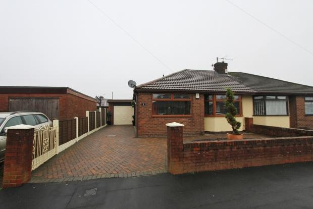 3 Bedrooms Semi Detached Bungalow for sale in Chimes Road Ashton In Makerfield Wigan