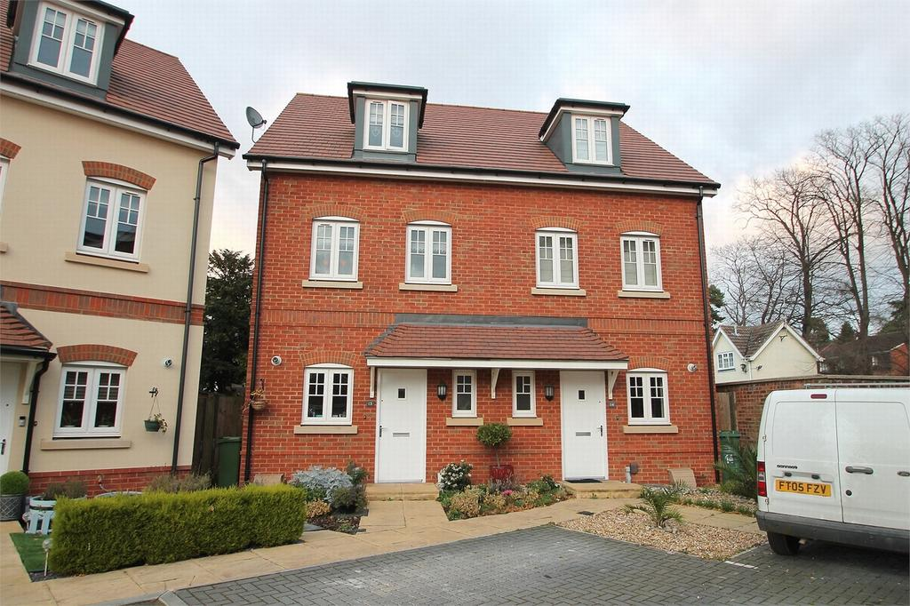 3 Bedrooms Town House for sale in Camberley, Surrey
