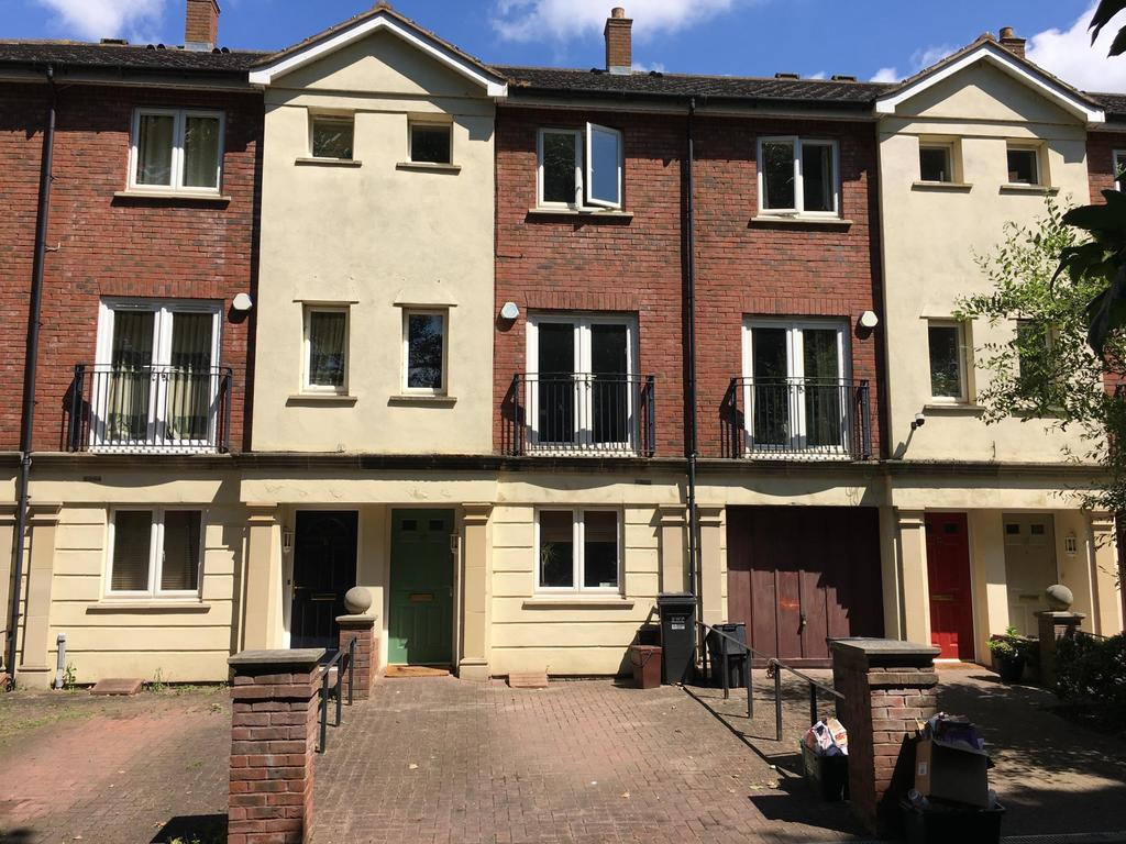 4 Bedrooms Terraced House for sale in Mitre Court, Taunton
