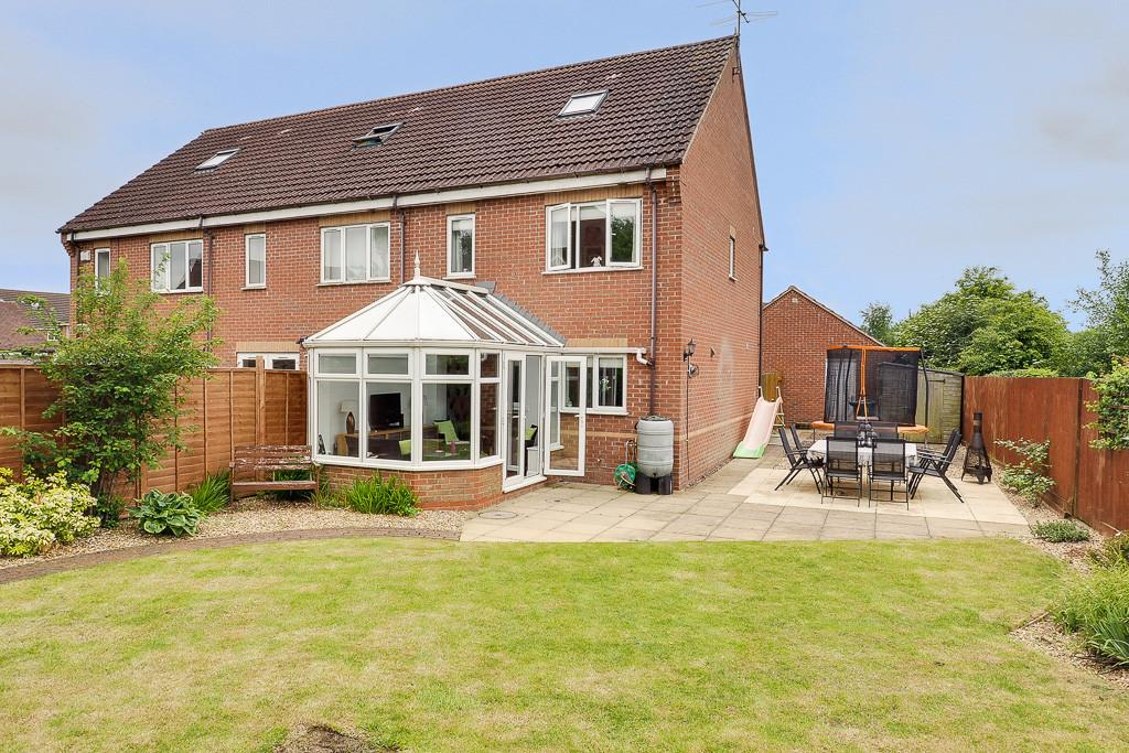 3 Bedrooms End Of Terrace House for sale in Brindles Close, Calvert