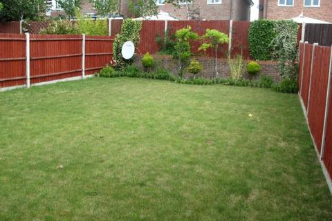 House share to rent - Fauna Close, STANMORE, Middlesex, HA7 4PX