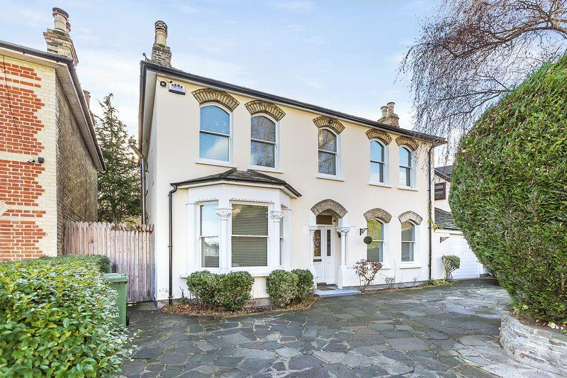 4 Bedrooms Detached House for sale in Knoll Road, Bexley