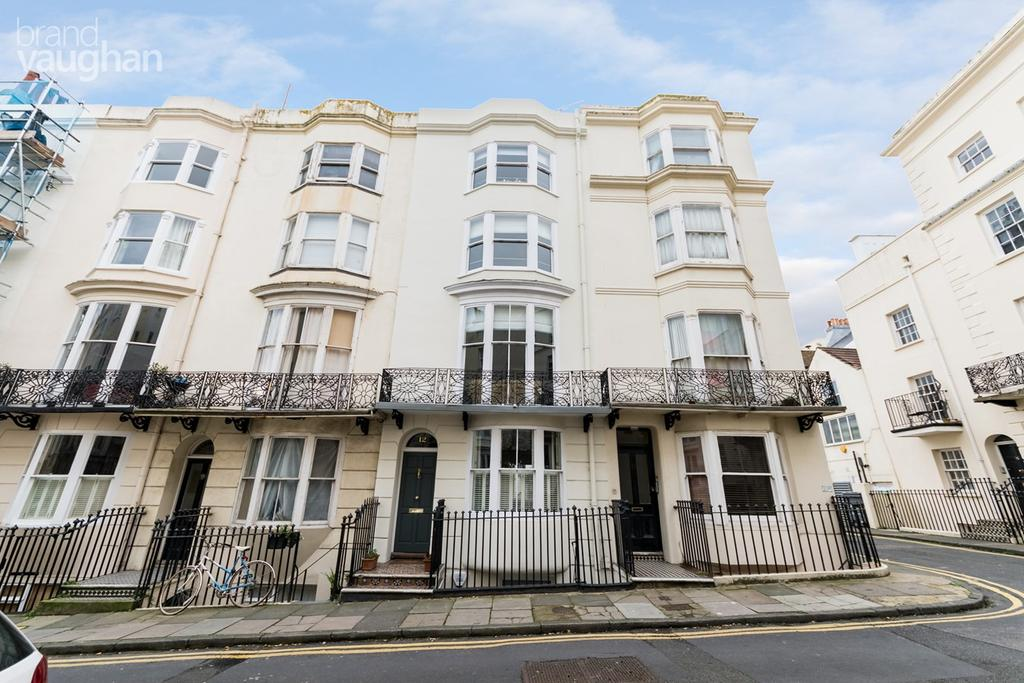 4 Bedrooms Terraced House for sale in Bloomsbury Place, Brighton, BN2