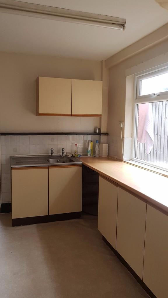 2 Bedrooms Flat for rent in Solihull Lane, Hall Green