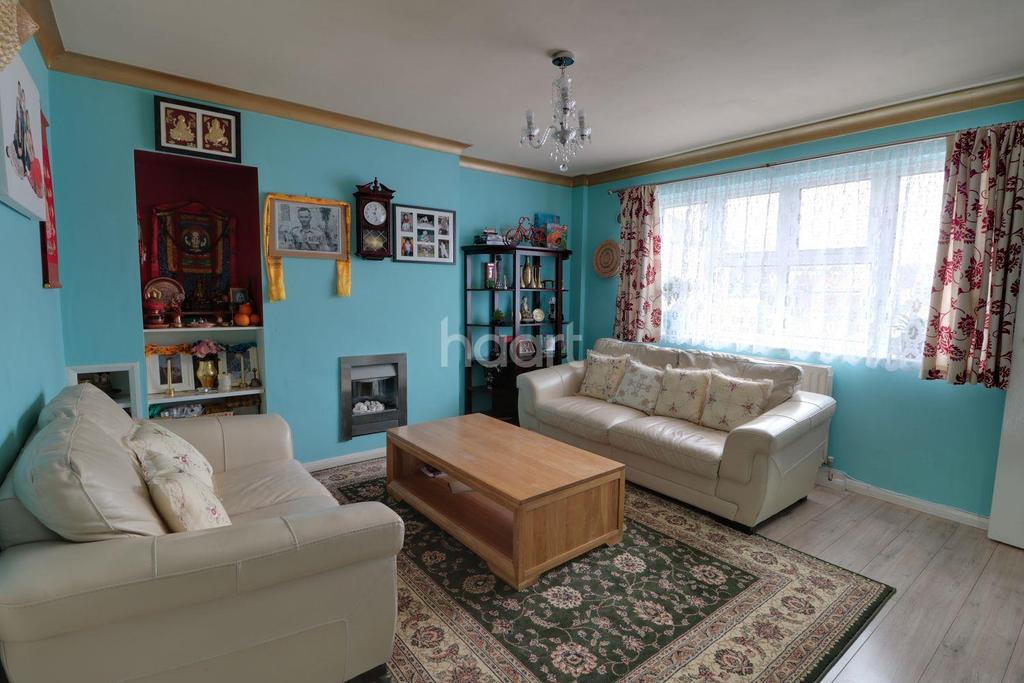 3 Bedrooms Terraced House for sale in Fowler Road, Farnborough