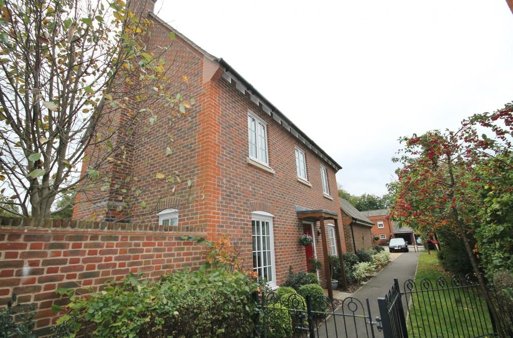 4 Bedrooms House for sale in Otterbourne Walk, Sherfield Park