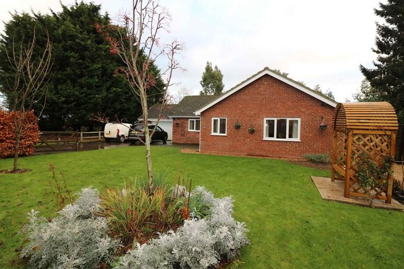 3 Bedrooms Detached Bungalow for sale in Folly Lane, Hingham
