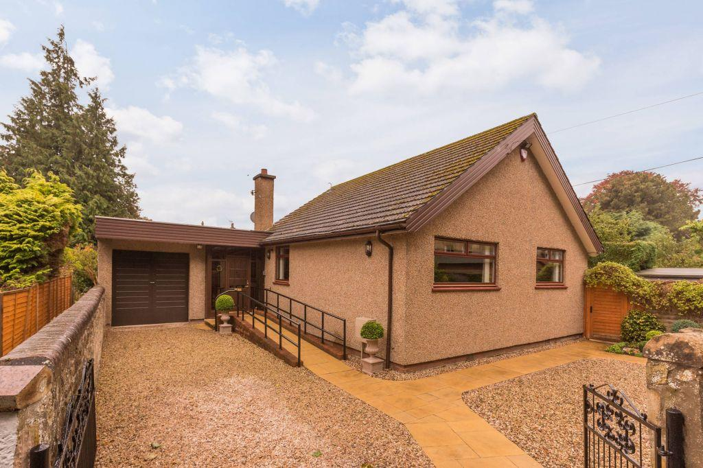 3 Bedrooms Bungalow for sale in 8 Torsonce Road, Eskbank, EH22 3AG