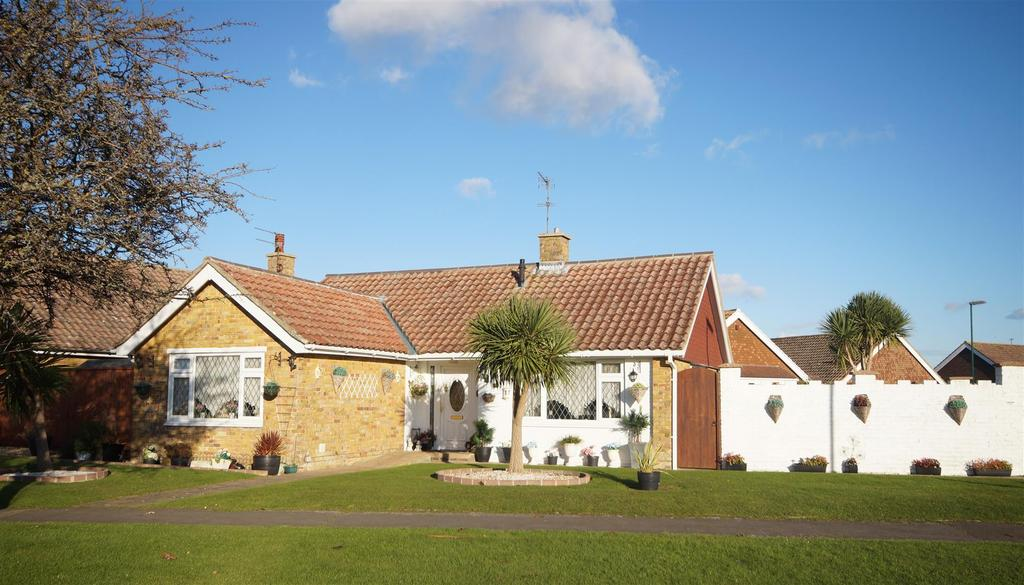 2 Bedrooms Detached Bungalow for sale in Leonora Drive, Nyetimber