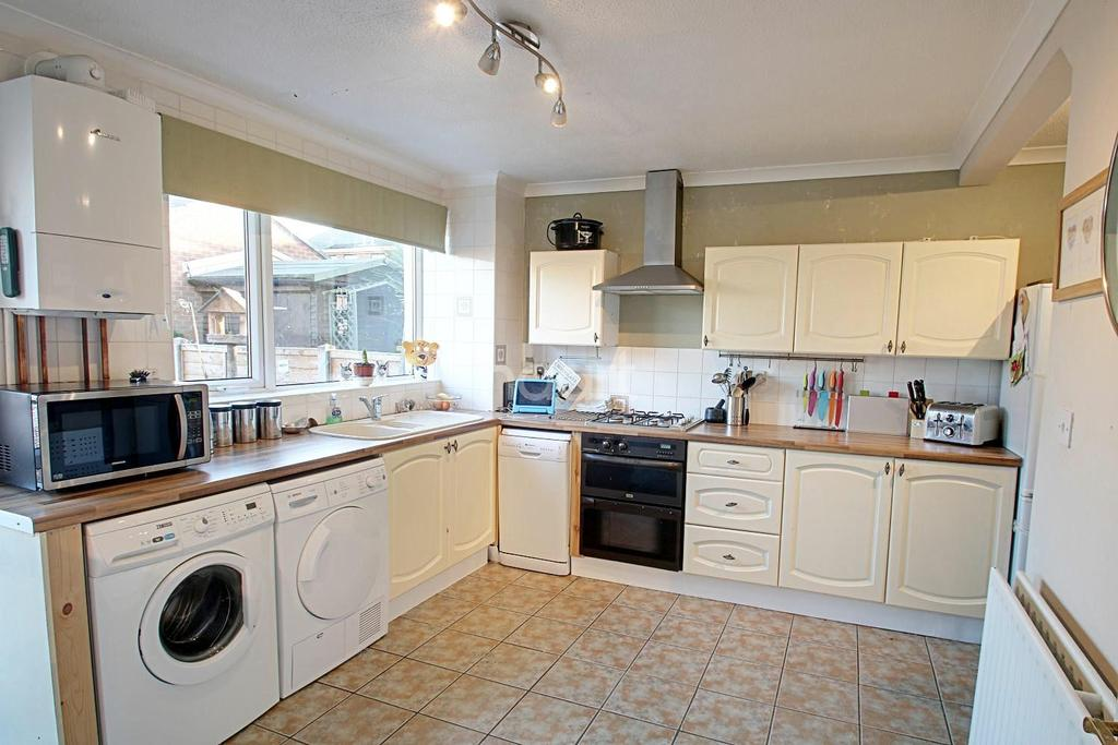3 Bedrooms Semi Detached House for sale in Garrett Grove, Nethergate, Nottinghamshire