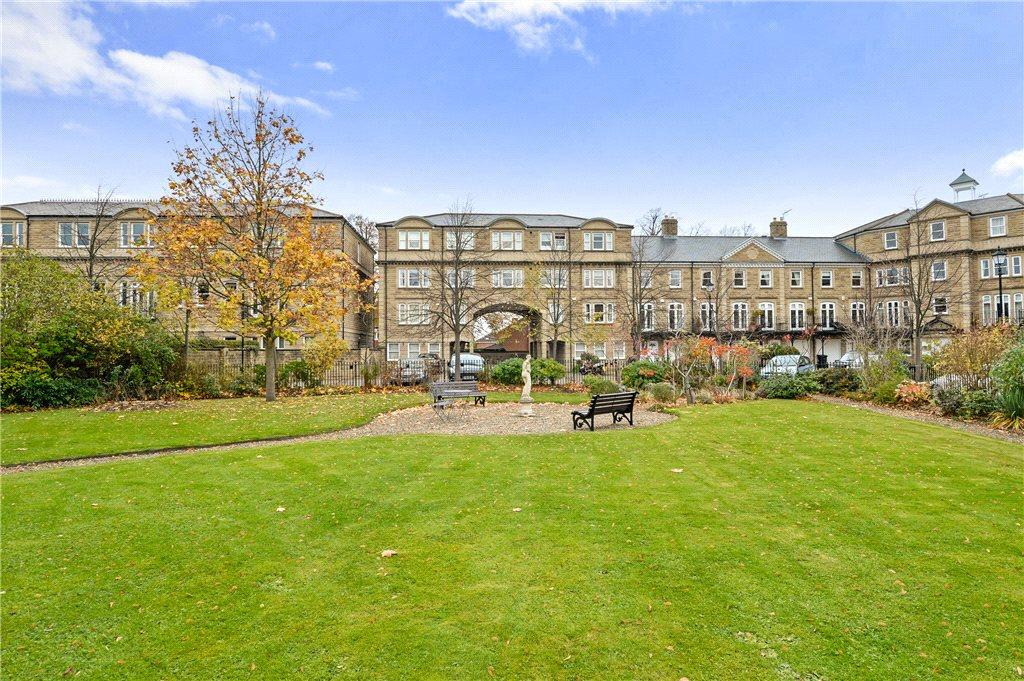 2 Bedrooms Apartment Flat for sale in Queens Gate, Harrogate, North Yorkshire