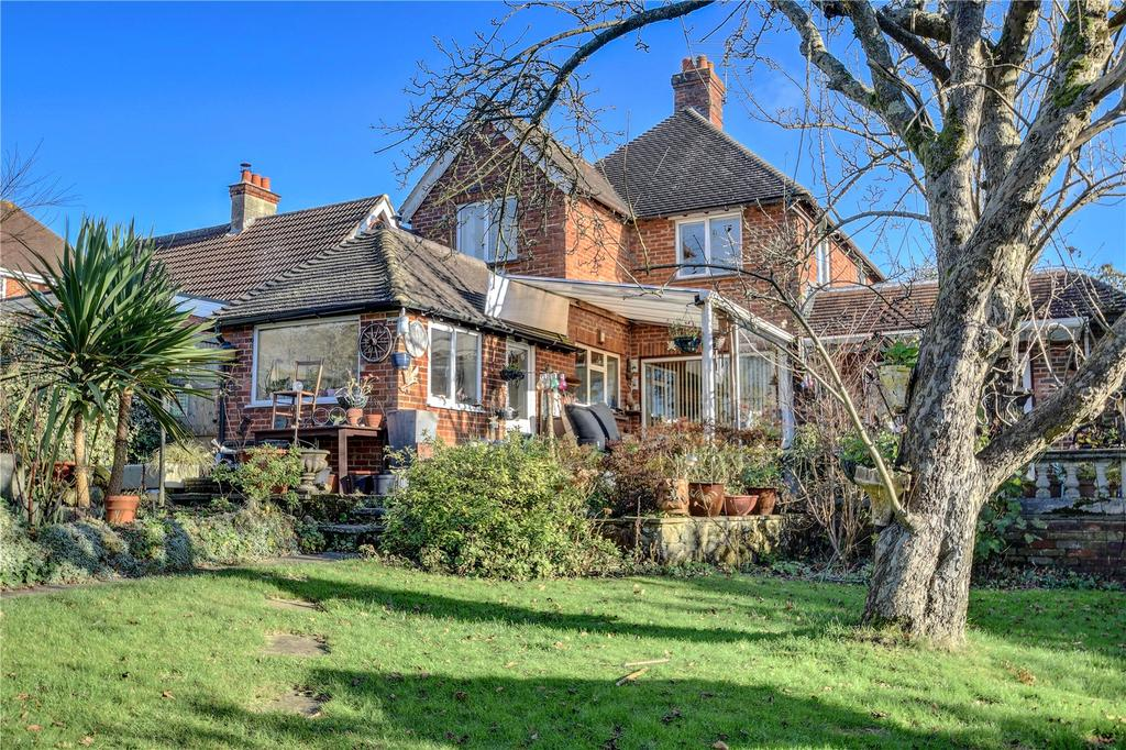 3 Bedrooms Detached House for sale in Pitfold Avenue, Haslemere, Surrey