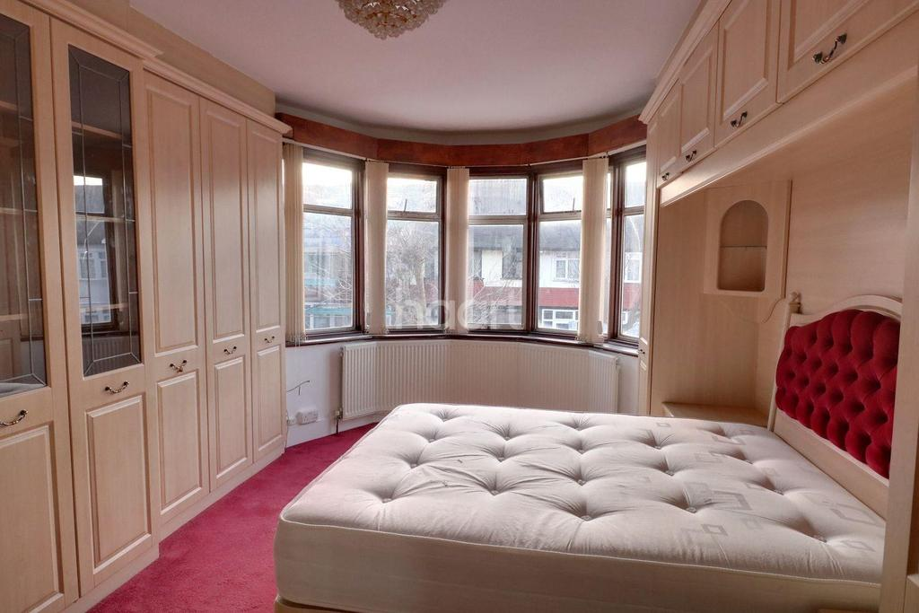 3 Bedrooms Terraced House for sale in Grove Road, Thornton Heath, CR7