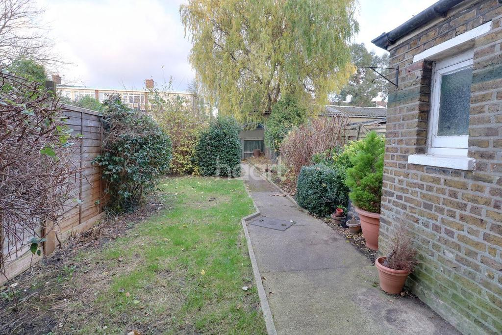 2 Bedrooms Terraced House for sale in Windsor Road, Thornton Heath, CR7