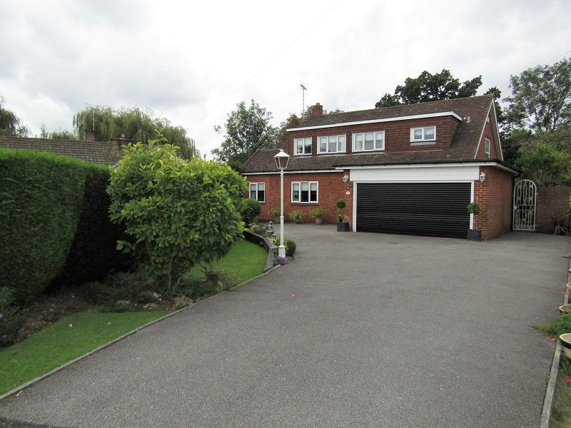 4 Bedrooms Detached House for sale in Ferndown , Hornchurch, Essex. RM11 3JL