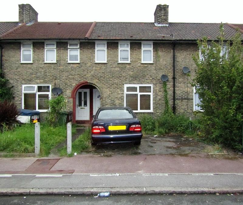 2 Bedrooms Terraced House for sale in Tilney Road, Dagenham, Essex. RM9 6HP