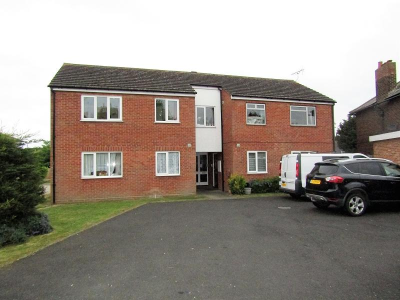 2 Bedrooms Flat for sale in Tyssen Place, South Ockendon, Essex. RM15 6PG