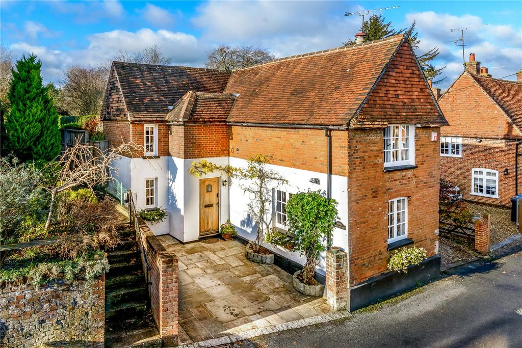 4 Bedrooms Detached House for sale in Church Street, Crondall, Farnham, Hampshire