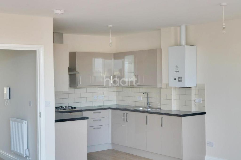 3 Bedrooms Flat for sale in High Road, Leytonstone