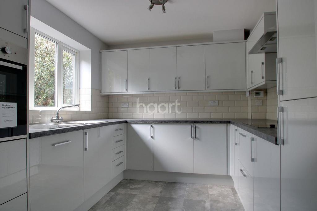 4 Bedrooms Detached House for sale in Thrush Close, Walderslade
