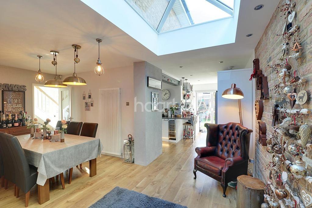 4 Bedrooms Detached House for sale in Kimberley Road, Benfleet