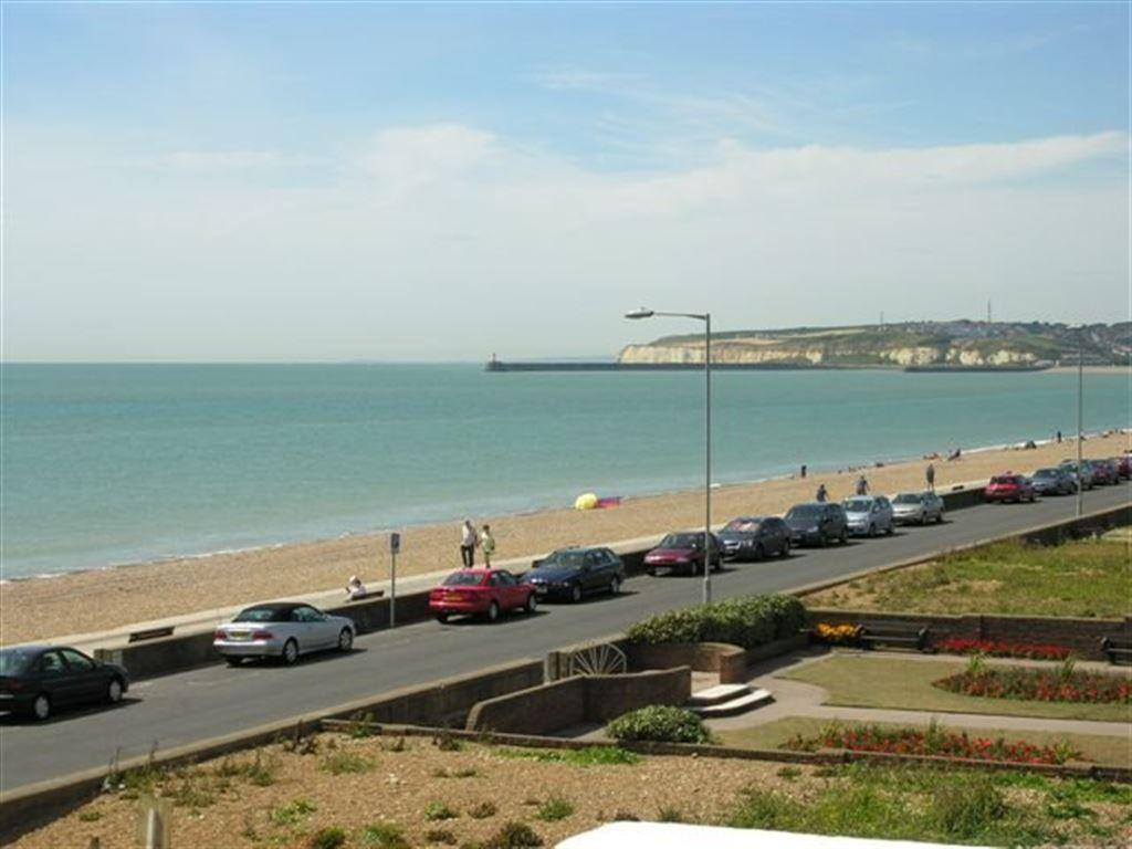 2 Bedrooms Flat for rent in SEAFORD SEAFRONT