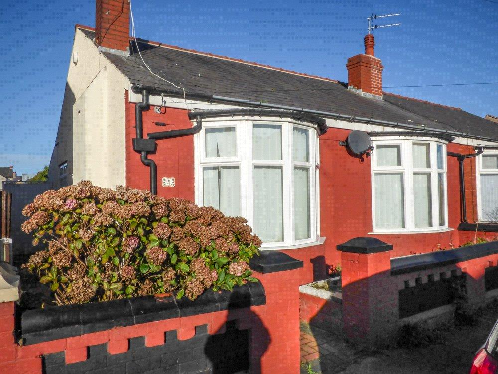 2 Bedrooms Semi Detached Bungalow for sale in Caledonian Avenue, Layton, Blackpool