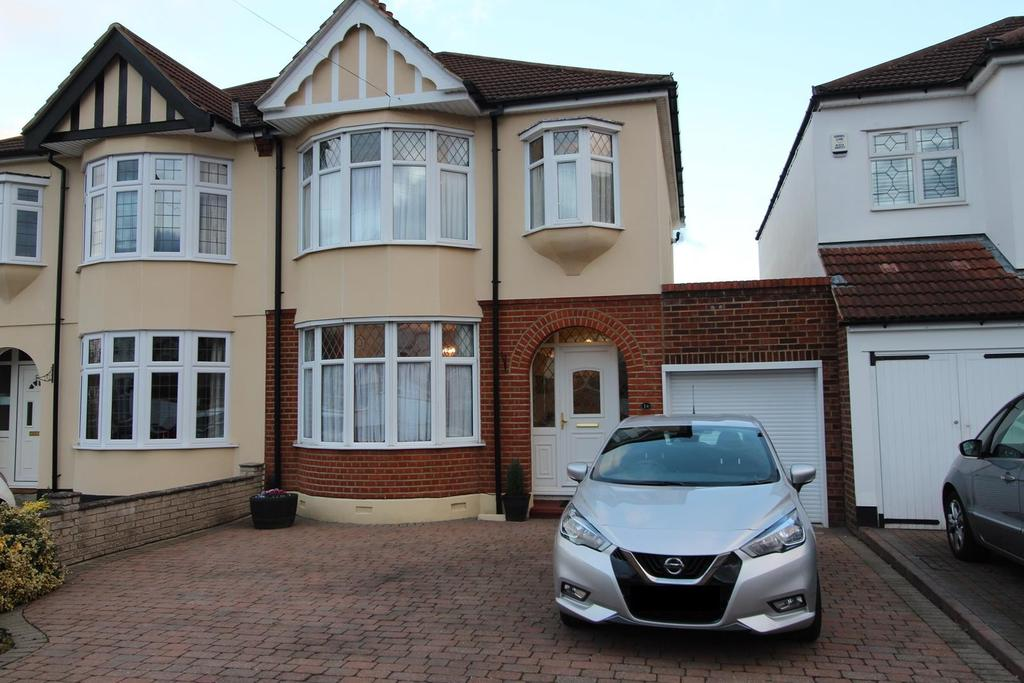 3 Bedrooms Semi Detached House for sale in Oak Avenue, Upminster, Essex, RM14