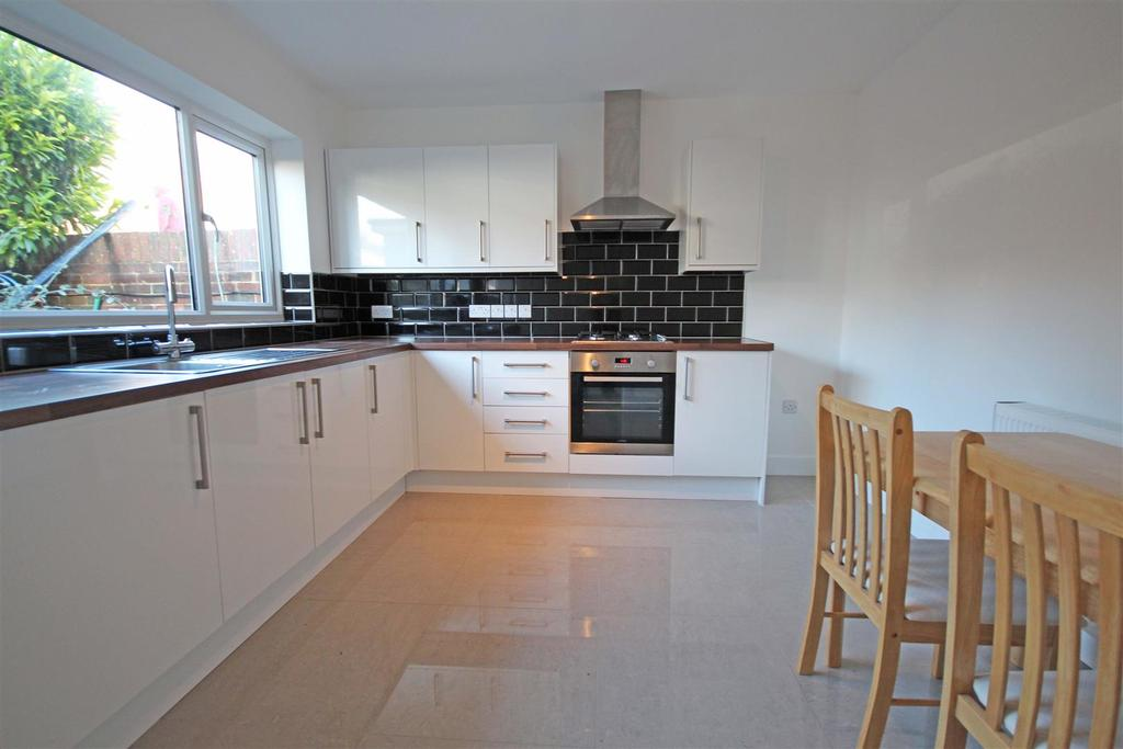 3 Bedrooms House for sale in Lambourne Close, Hollingdean, Brighton