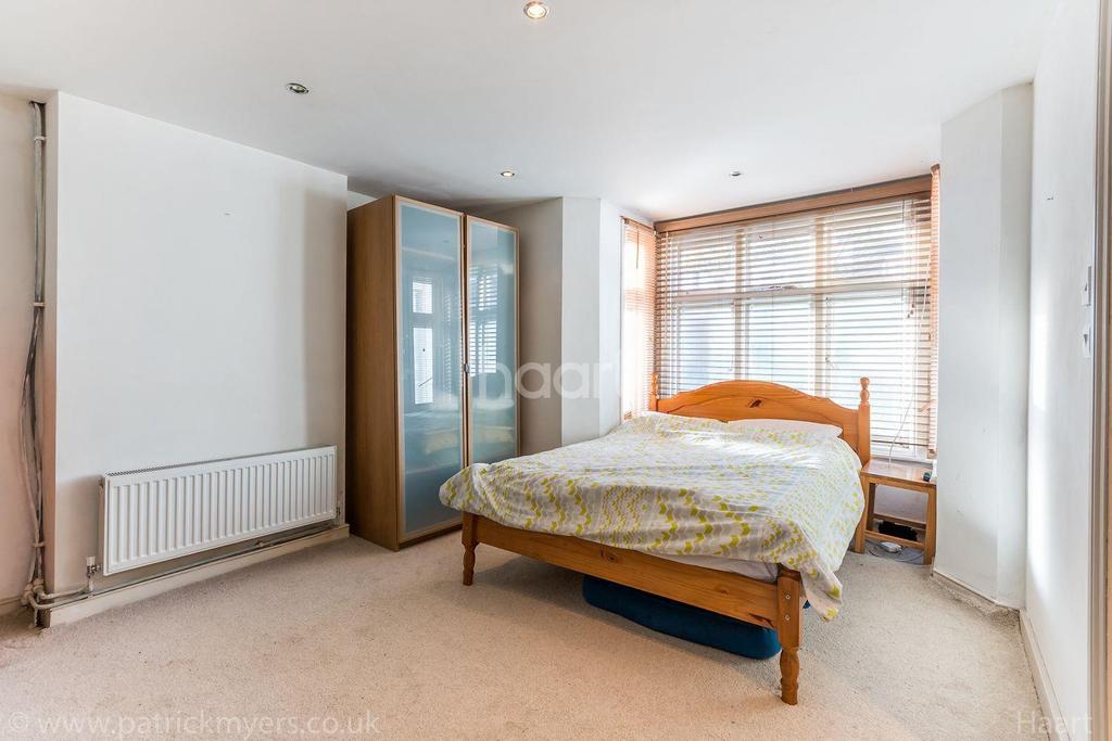 2 Bedrooms Flat for sale in Fenwick Road,Peckham,London,SE15