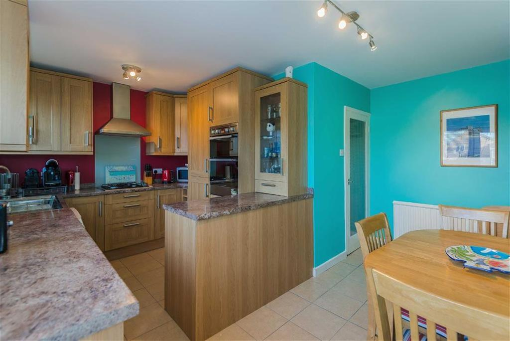 2 Bedrooms Apartment Flat for sale in Rydal Way, South Ruislip, Middlesex