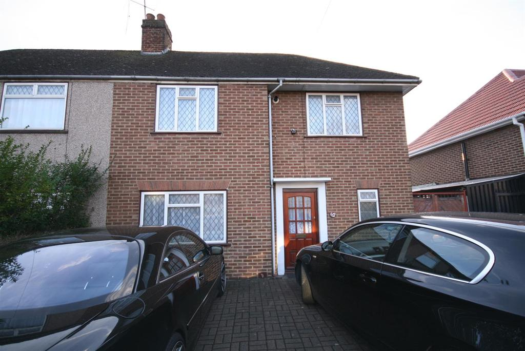 3 Bedrooms Semi Detached House for rent in Birchway, Hayes