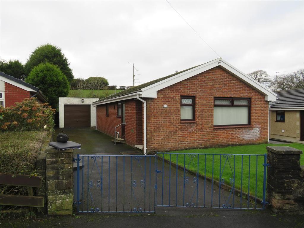 3 Bedrooms Bungalow for sale in Brynmead, Bryn, Llanelli