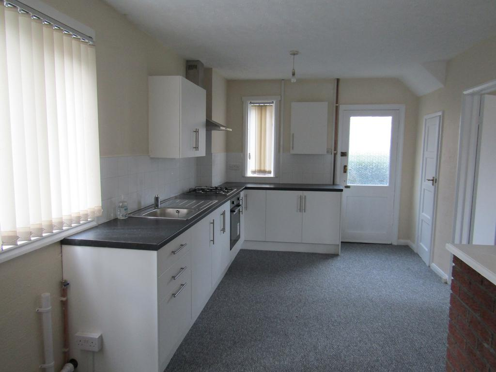 3 Bedrooms Semi Detached House for rent in Sugar Hill Close, Oulton, Leeds LS26