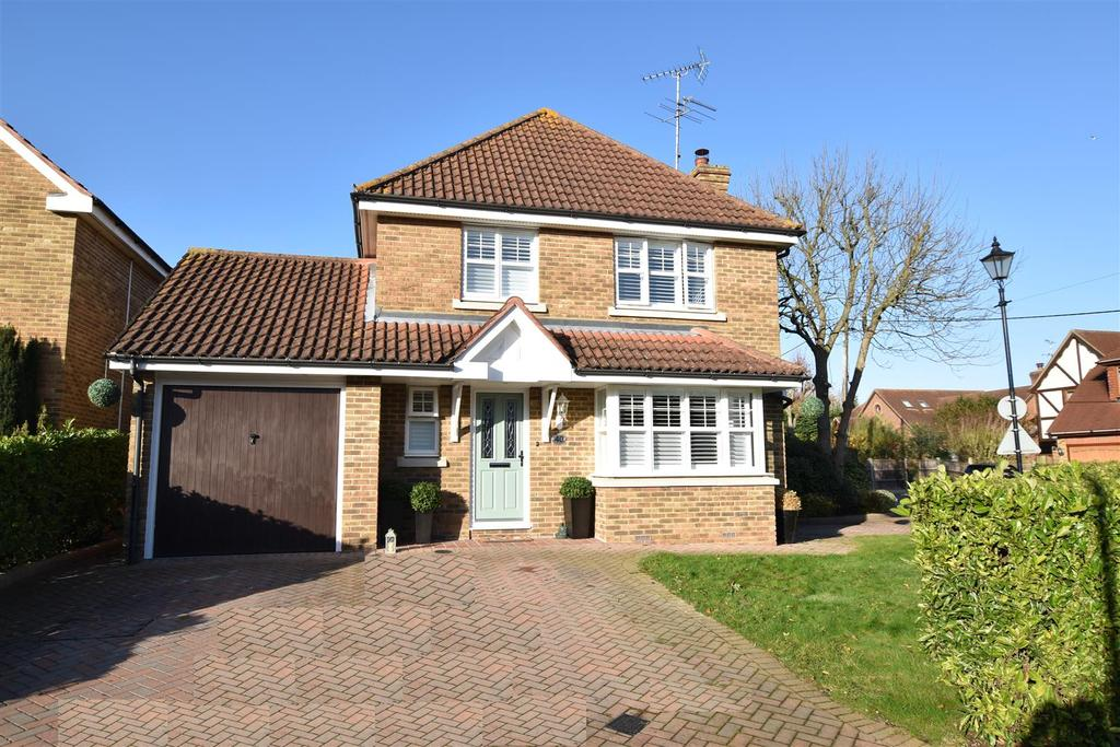4 Bedrooms Detached House for sale in Hillside Road, Eastwood, Leigh-On-Sea