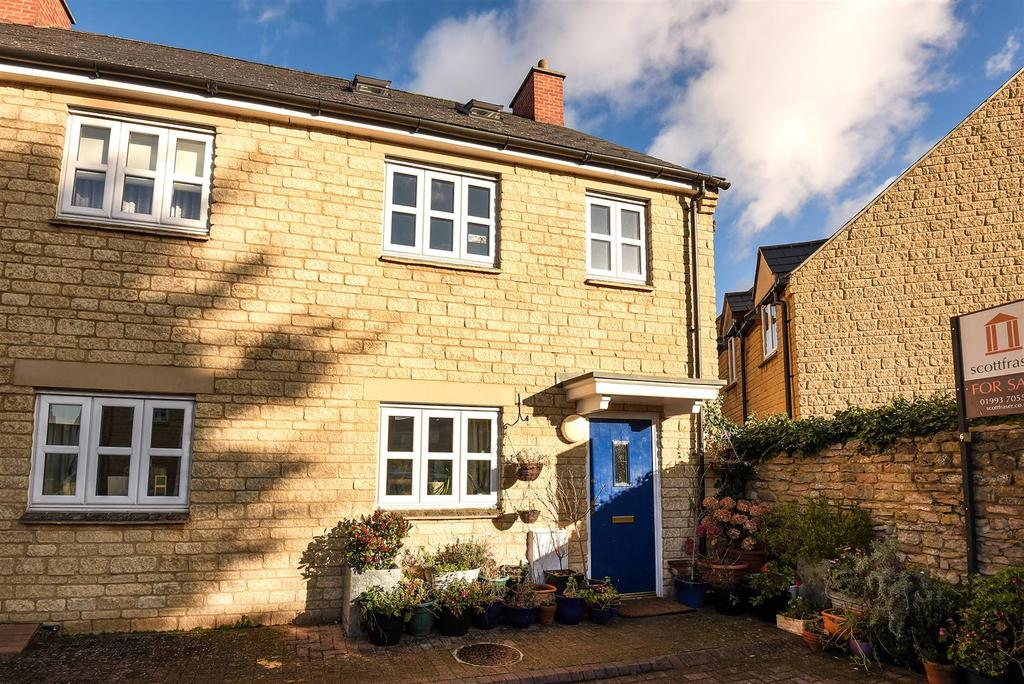 3 Bedrooms End Of Terrace House for sale in Butchers Court, Witney