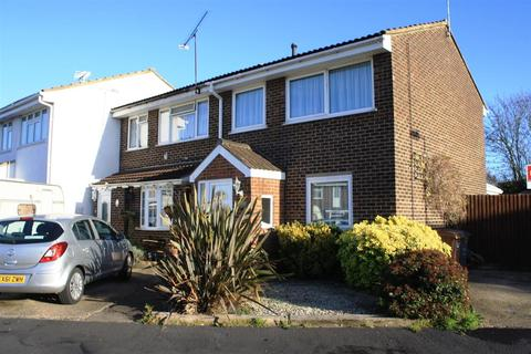 3 bedroom end of terrace house to rent - Dahlia Close, Chelmsford