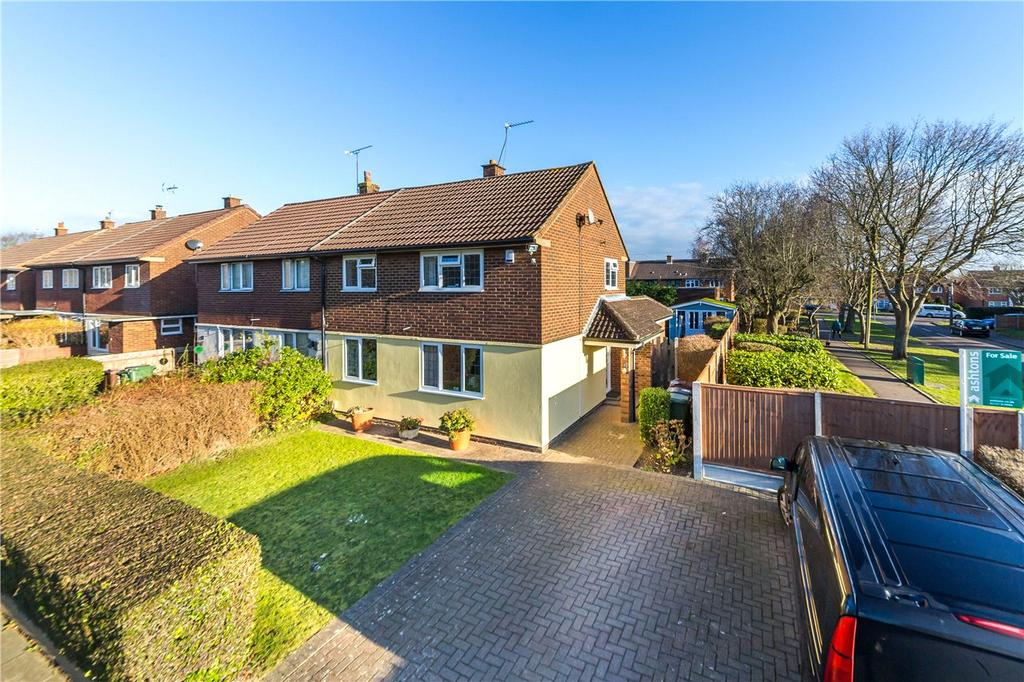 3 Bedrooms Semi Detached House for sale in Benbow Close, St. Albans, Hertfordshire