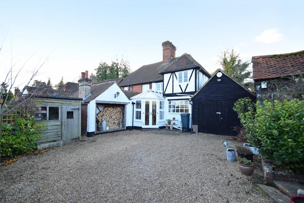 2 Bedrooms Semi Detached House for sale in The Street, Compton, Guildford GU3 1EB