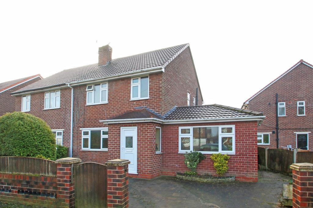 3 Bedrooms Semi Detached House for sale in Lytham Road, Flixton, Manchester, M41