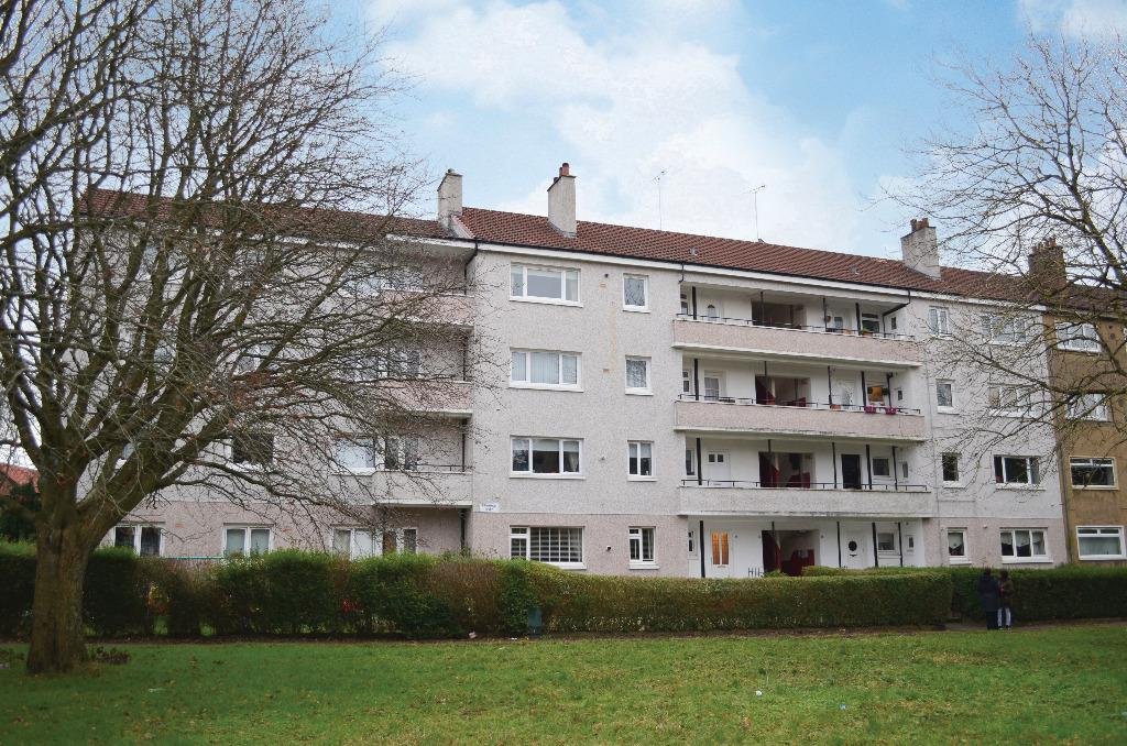 3 Bedrooms Flat for sale in Friarton Road, Flat 3/2, Merrylee, Glasgow, G43 2PG